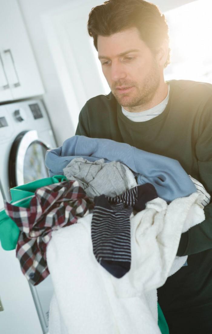 man-holding-laundry-clothes-5JT66H3.jpg