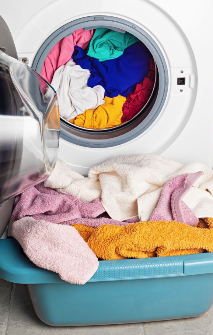 washing-or-drying-machine-loaded-with-the-laundry-ZJ2JPL2.jpg
